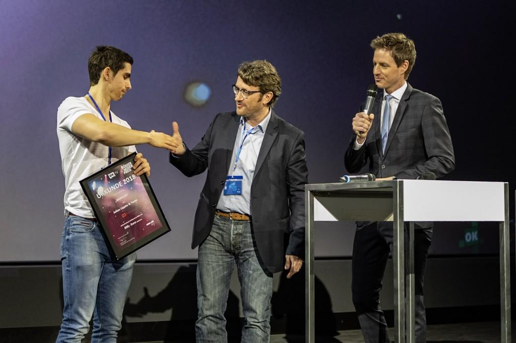 Julian Lippke mit Bruno Nonninger und Markus Appelmann bei der Preisverleihung